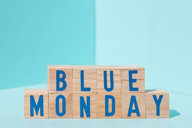 Concetto di lunedì blu con i cubi