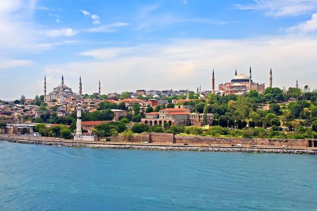 Moschea blu, hagia sophia e istanbul vista dallo stretto del bosforo