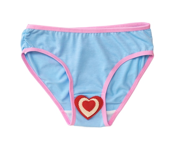 Mutandine blu con bordo rosso e cuore rosso-bianco isolato su sfondo bianco. biancheria intima. concetto alla moda. bella lingerie. lay piatto.