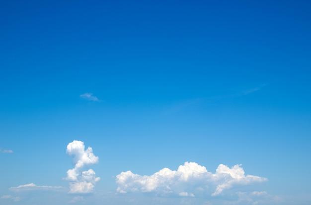 Sfondo azzurro del cielo