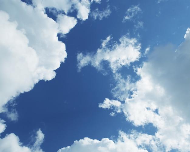 Il cielo azzurro e le nuvole