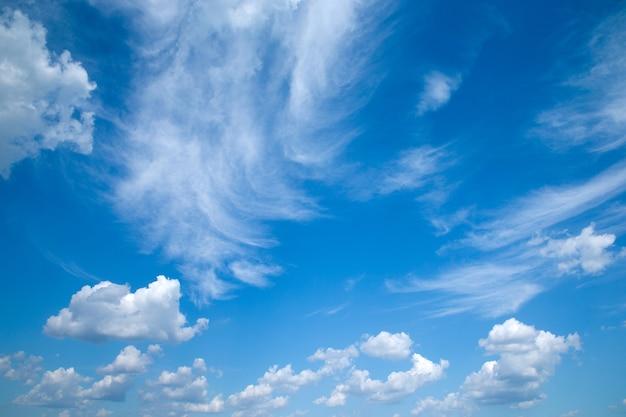 Cielo blu con nuvole closeup