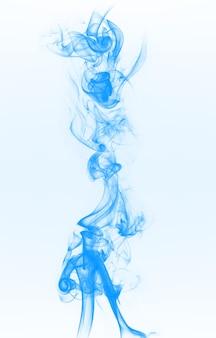 Fumo blu sullo sfondo azzurro