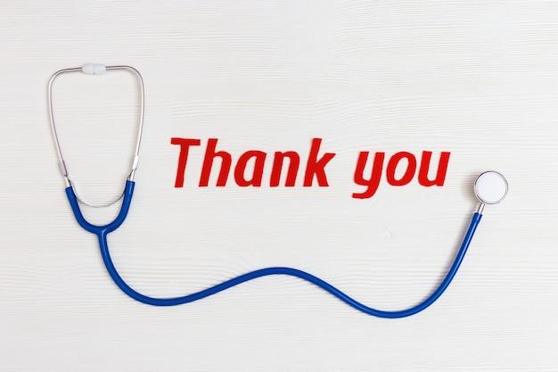 Stetoscopio blu e testo di ringraziamento rosso