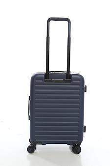 Valigia blu su sfondo bianco