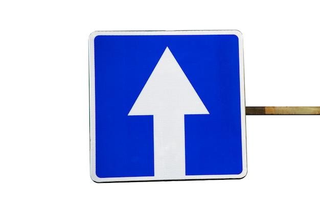 Segno di trasporto blu. quadrato blu con una freccia bianca. isolato.
