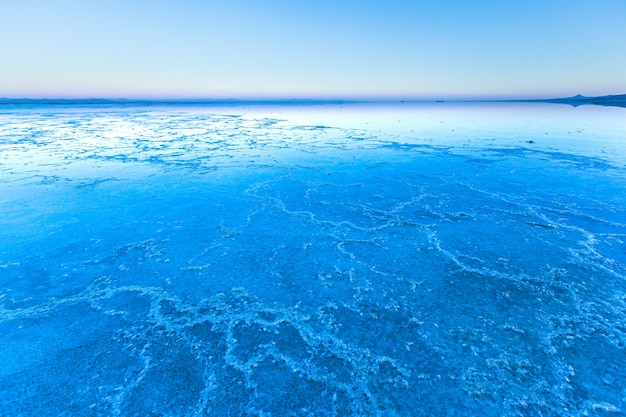 Crepuscolo blu tramonto su saline