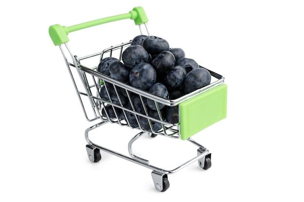 Mirtilli nel carrello del mini supermercato