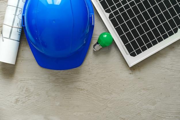 Progetto domestico del rotolo di blueprint e del pannello solare