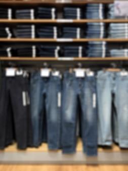 Foto sfocata per negozio di abbigliamento multi marca per uomo e donna