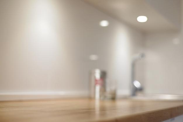 Sfondo sfocato o sfocato della cucina. modello di visualizzazione del prodotto