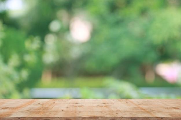 Sfondo naturale sfocato con legno