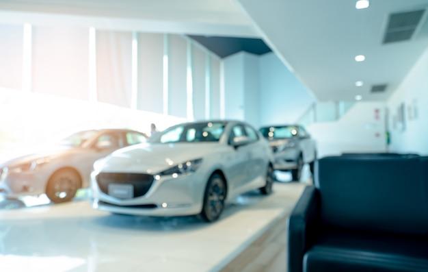 Blurrenew auto di lusso parcheggiata nel moderno showroom