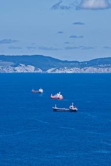 Barche sul mar cantabrico in spagna