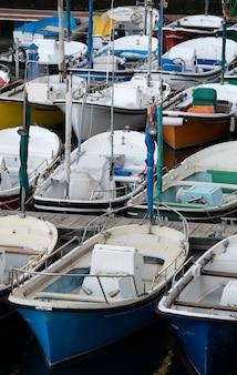 Barche ormeggiate in porto