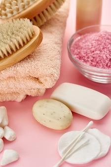 Prodotti per la cura del corpo. concetto di procedure sanitarie, igiene cosmetica, stile di vita sano, spa
