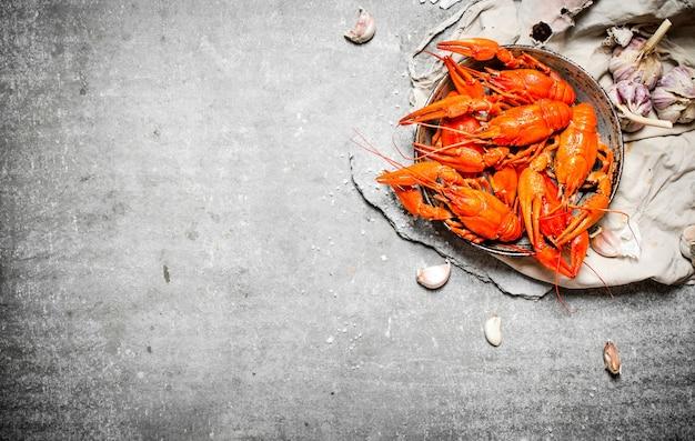 Aragosta bollita con spezie ed erbe aromatiche