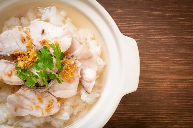 Zuppa di riso bollito con pesce