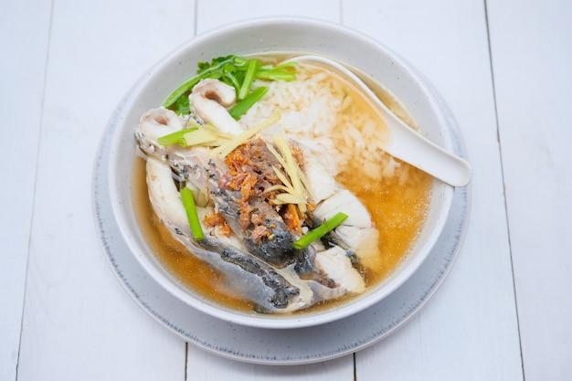 Zuppa di riso bollito con branzino