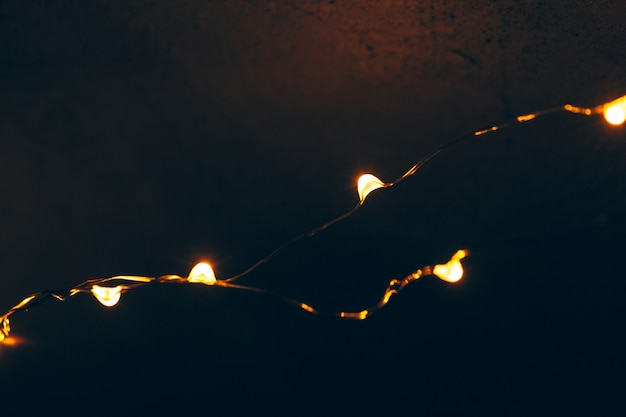 Luce di bokeh della fine della ghirlanda di festa su