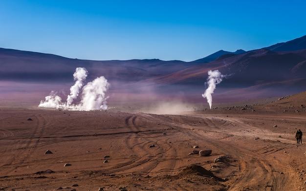 Deserto boliviano e fumanti geyser