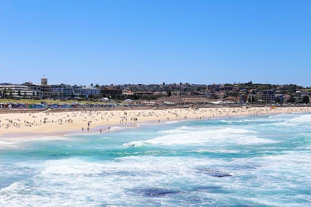 La spiaggia di bondi a sydney, in australia