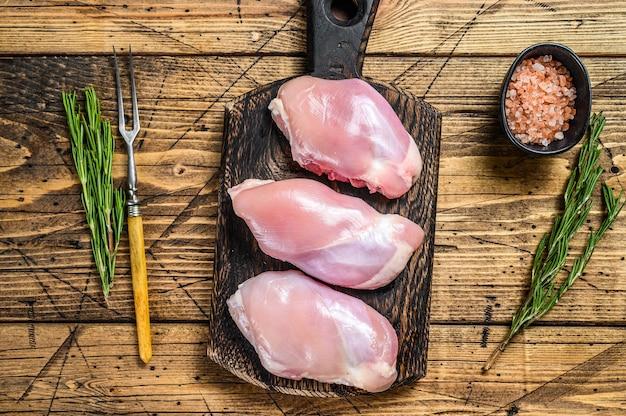 Filetto di coscia di pollo crudo disossato