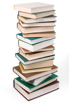 Collezione di libri isolata su sfondo bianco.
