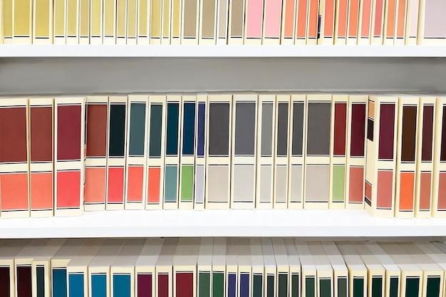 La libreria, libri con scaffali