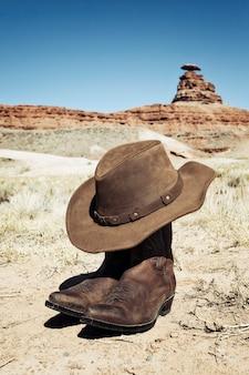 Stivali e cappello davanti a mexican hat, usa