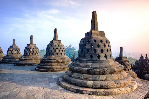 Borobudur, tempio buddista a yogyakarta, indonesia