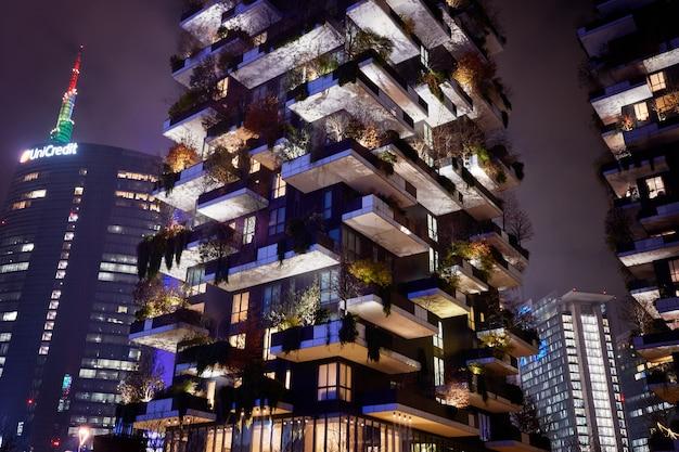 Bosco verticale, bosco verticale, moderno condominio con alberi che crescono sui balconi
