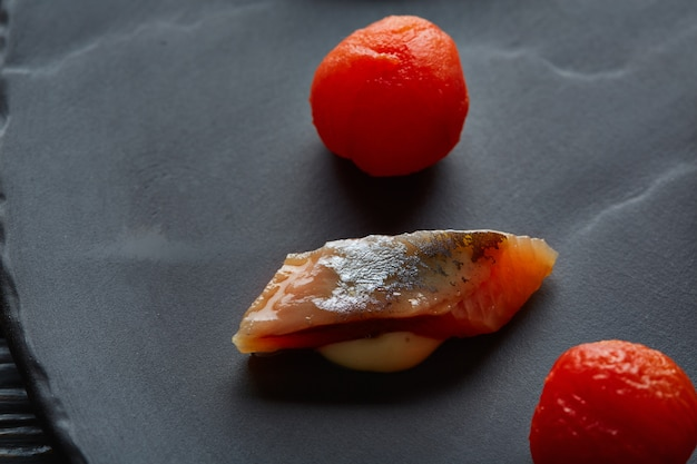 Bota sardina con macro pomodori osmotizzati