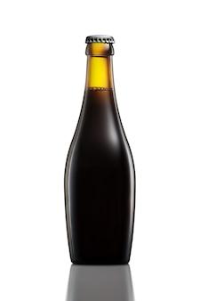 Bottiglia di birra o sidro con tracciato di ritaglio isolato su sfondo bianco