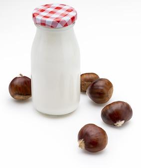 Bottiglia di latte vegetale di castagne