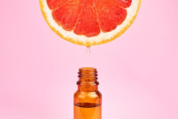 Bottiglia di olio essenziale di agrumi