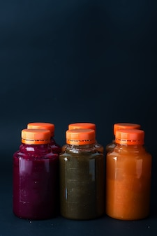 Bottiglia isolato su sfondo nero.