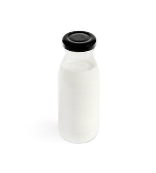 Bottiglia di latte isolata su bianco