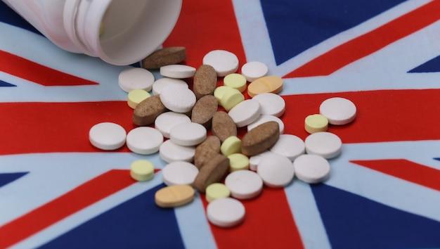 Flacone di pillole con bandiera britannica