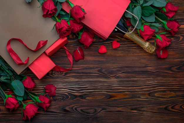 Bottiglia di spumante borse per la spesa artigianali con decorazioni a forma di cuore regali degli innamorati