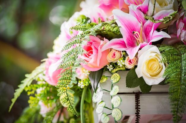 Bouquet di fiori artificiali per la decorazione