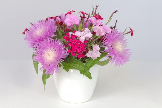 Bouquet di fiordalisi e garofani