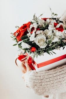 Bouquet nelle mani di una ragazza