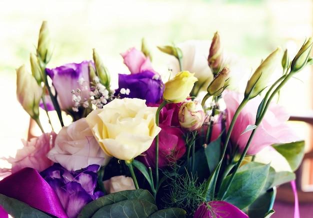 Mazzo di rose di lisianthus