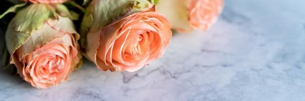 Bouquet di rose peonia.fiori di corallo.delicato bouquet di rose.presente per il giorno di san valentino o matrimonio