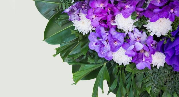 Bouquet viola su bianco