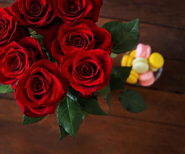 Bouquet di rose rosse. vista dall'alto