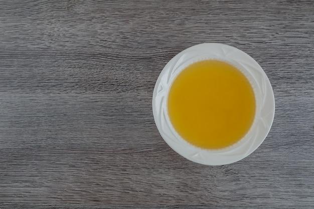 Ciotola di brodo di pollo antipasto fondo di brodo di manzo