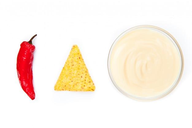 Ciotola di nacho e pepe dip fianco fianco a fianco