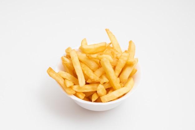 Ciotola di patatine fritte fresche.